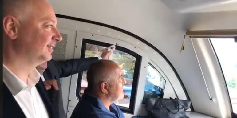 8cdce0f6e67 Премиерът подкара и влак (ВИДЕО) - Общество - Стандарт Нюз