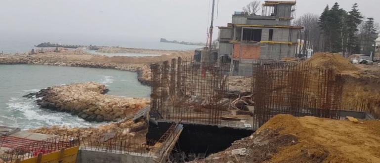 Строителството в курортите край Варна продължава, въпреки забраната, която вече