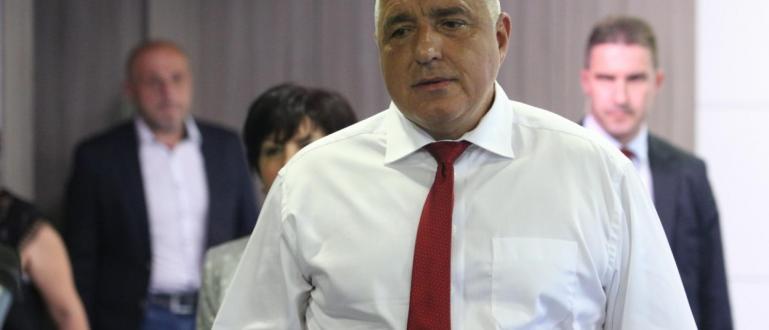Борисов демонстрира новата си тактика за връщане на бял кон.