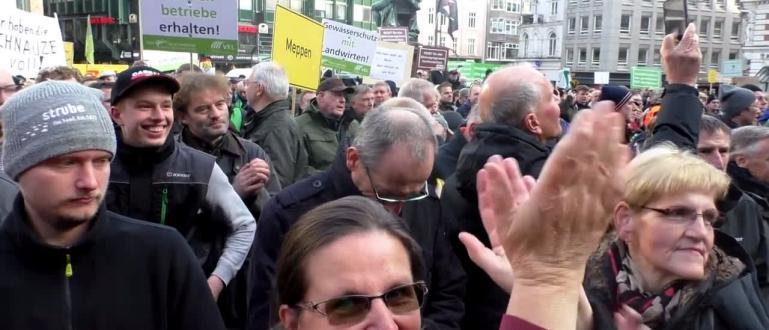 В четвъртък над 4 хиляди трактораблокираха движението в центъра на