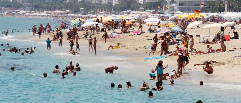Стартът на туристическия сезон в Турция засега ще бъде отложен