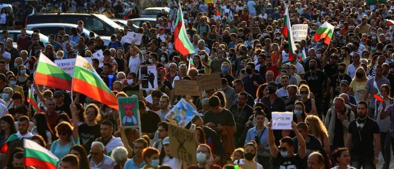 34-и ден антиправителственият протест продължава. Остават палатковите лагери на Орлов