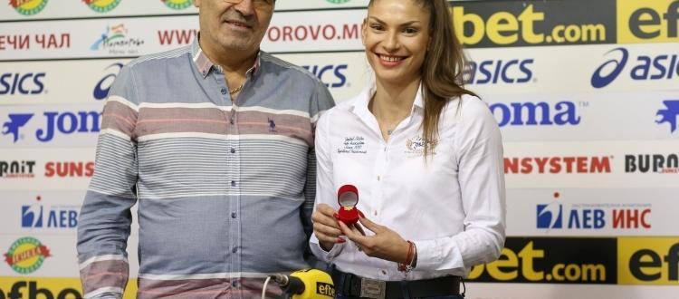 Националката по лека атлетика Габриела Петрова беше наградена днес като
