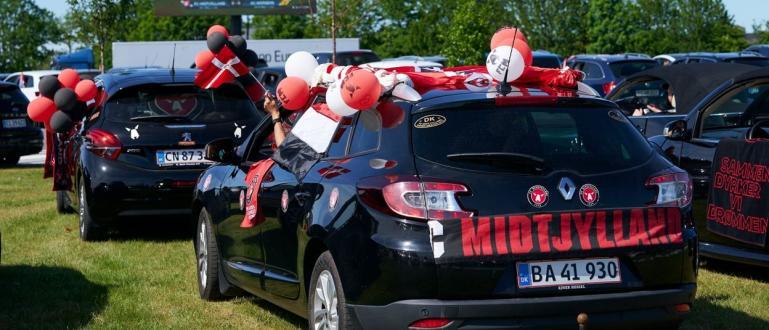 Футболно автокино има вече в Дания. Феновете на датския Мидтиланд