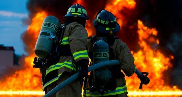 Голям пожар в София. Пламъците бушуват до Околовръстното шосе между