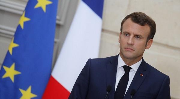 Каишката е изработена в националните цветове на Франция - синьо,