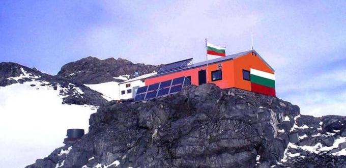 29-ата българска антарктическа експедиция е достигнала остров Ливингтън, където е