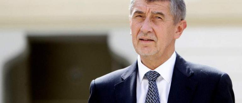 Чешкият премиер Андрей Бабиш изпрати съпругата си Моника в Дубай,