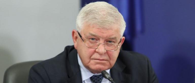 Здравният министър Кирил Ананиев дава допълнителна информация относно удължаването на