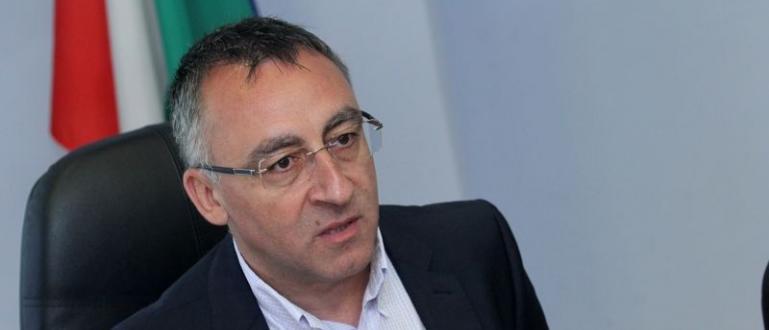 В столичното 119 СОУ директорът Диян Стаматов отправи провокация към