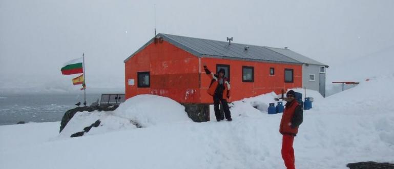 Първата група участници в 28-ата национална антарктическа експедиция заминава на