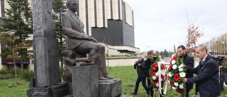 Първият в София паметник на българския общественик, писател, дипломат и