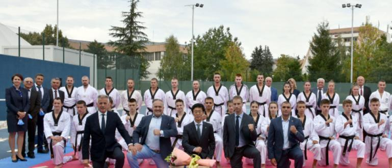 С демонстративен тенис и със зрелищна демонстрация по олимпийско таекуондо