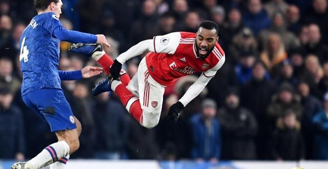 Футболистите на Арсенал успяха да измъкнат с 10 души 2:2