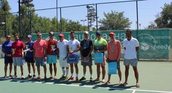 Морето дружелюбно посрещна тенисистите от за втория турнир от календара