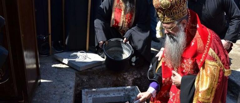 Пловдивският митрополит Николай постави първия камък на нов храм в