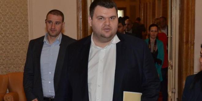 Централната избирателна комисия излезе с решение, че кандидатурата на народния