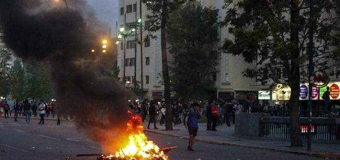 Снимка: Бунтове в Чили заради скъпия градски транспорт