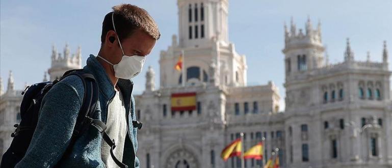 Властите в Испания обявиха днес, че 950 души са починали