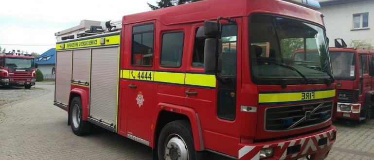 Голям пожар избухна в Бобошево и изпепели три къщи днес