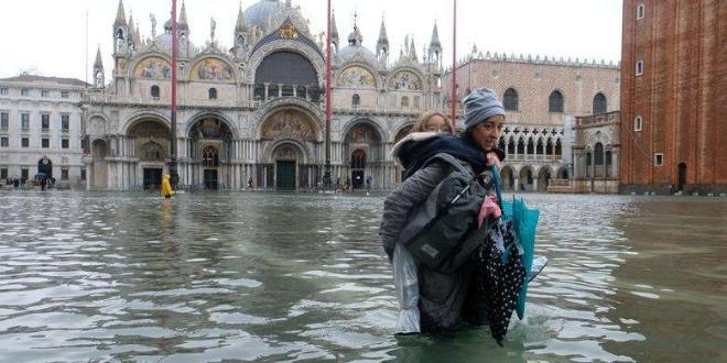 Пикът на водното равнище във Венеция достигна снощи