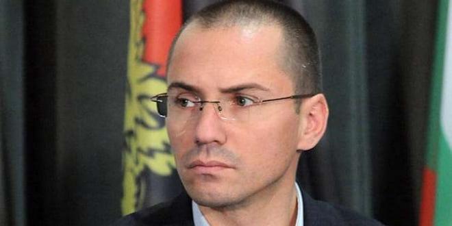 Евродепутатът Ангел Джамбазки се извини за расистките си коментари, отправени