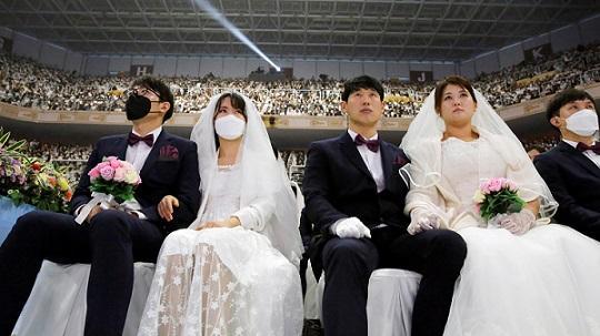 6000 двойки се венчаха на масова церемония в Южна Корея,