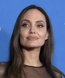 Анджелина Джоли основа свой канал в YouTube в началото на