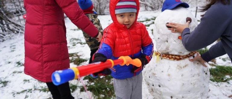 Първи снягв Пекин за тази зима, съобщава БГНЕС.БГНЕС Снеговалежът започна