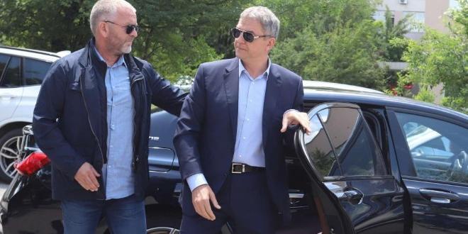 Бизнесменът Пламен Бобоков пристигна в сградата на следствието на бул.