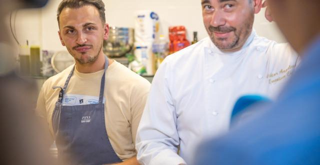 Победителят отHells Kitchen Реджеп Бадев откри своя първи ресторант в