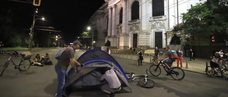 Протестърите срещу властта отново блокираха кръстовището при Ректората на Софийския