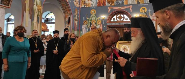Ловчанският митрополит Гавриил награди премиера Бойко Борисов с ордена на