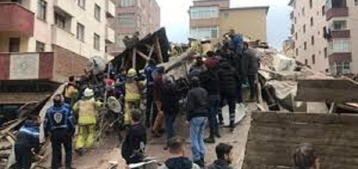 Снимка: Сграда рухна в Истанбул заради контролирано разрушаване
