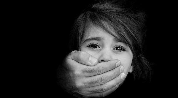 Спекулира се, че детето може да е собственото муАфрикански бежанец,