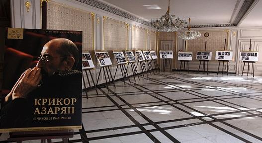 """""""Крикор Азарян с Чехов и Радичков"""" е логото на изложбата,"""