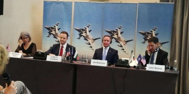 Представители на Посолството на САЩ в България и на Lockheed