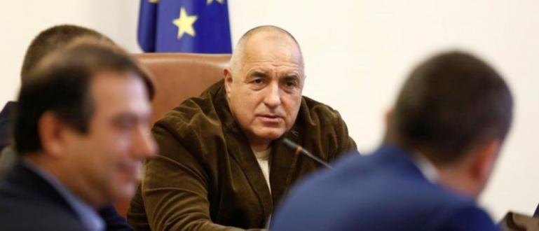 Феновете на Левски поискаха да разговарят с министър-председателя след като