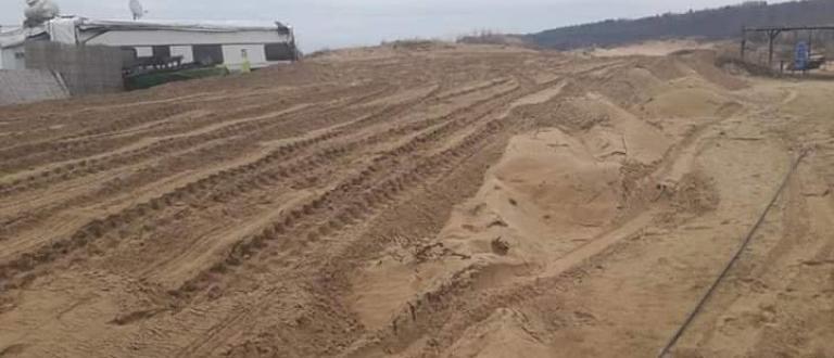 Багер разкопа пясъчните дюни в Ахтопол,съобщава bTV.Концесионерът на плажа обясни,