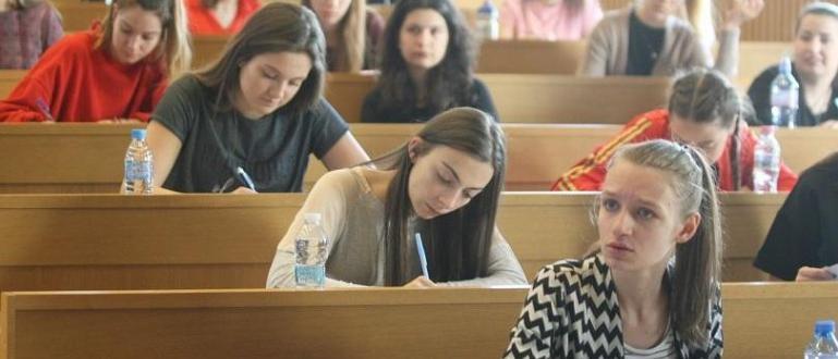 С изпити по математика II, испански език, руски език и