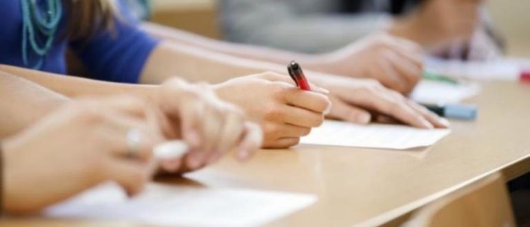 Три паралелки в столични гимназии са приели ученици, получили двойки