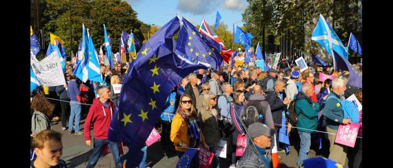 Снимка: Звънци, тояги и танци в Лондон срещу Брекзит