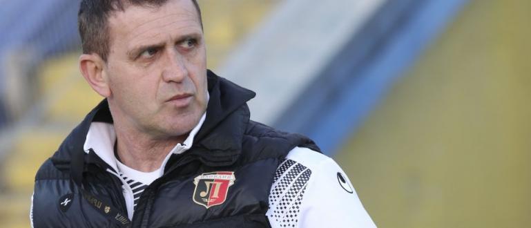 Президентът на футболния Локомотив (Пловдив) Христо Крушарски и старши треньорът