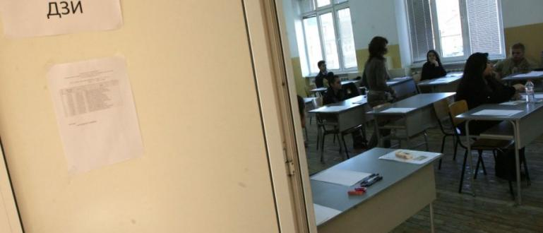 Учениците, завършили 12 клас, се явяват на втората матура днес,