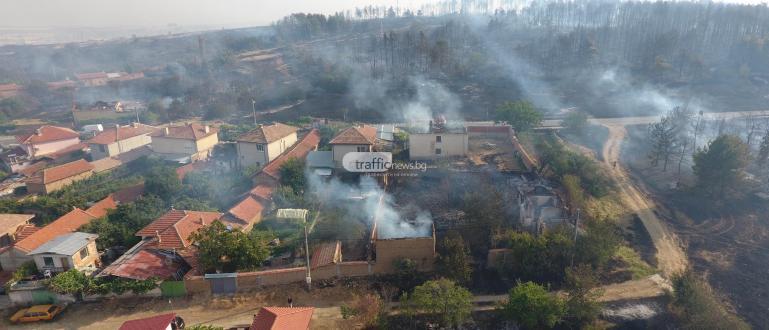 10 къщи вече горят в село Старосел, предаде репортер наTrafficNews.