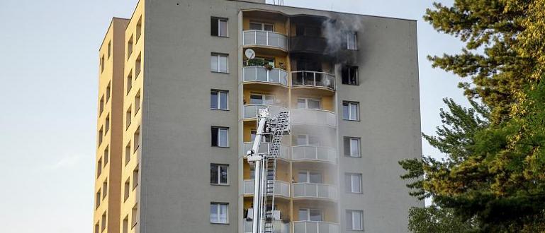 Жесток пожар в два апартамента на многоетажен жилищен блок в