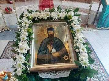 Чудотворната икона с мощите на св.Ефрем Нови, пристига на 26