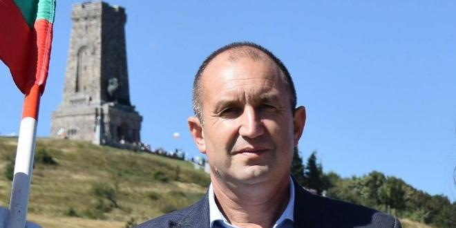Президентът Румен Радев, заедно с планински водачи, спасители и доброволци,