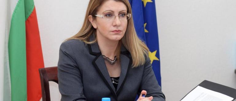 Министърът на правосъдието Десислава Ахладова е уведомила еврокомисаря по правосъдието