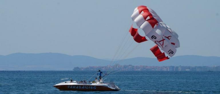 Кошмарен полет с атракционен парашут преживяха вчера туристи на черноморския